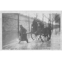 carte postale ancienne Inondation et Crue de PARIS 1910. Quai de Passy. Carte Photo Ed. Rose