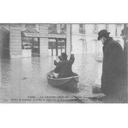 Inondation et Crue de PARIS 1910. Ravitaillement service de Bachotage Rue de Lille Buvette de la Gare. Carte Photo