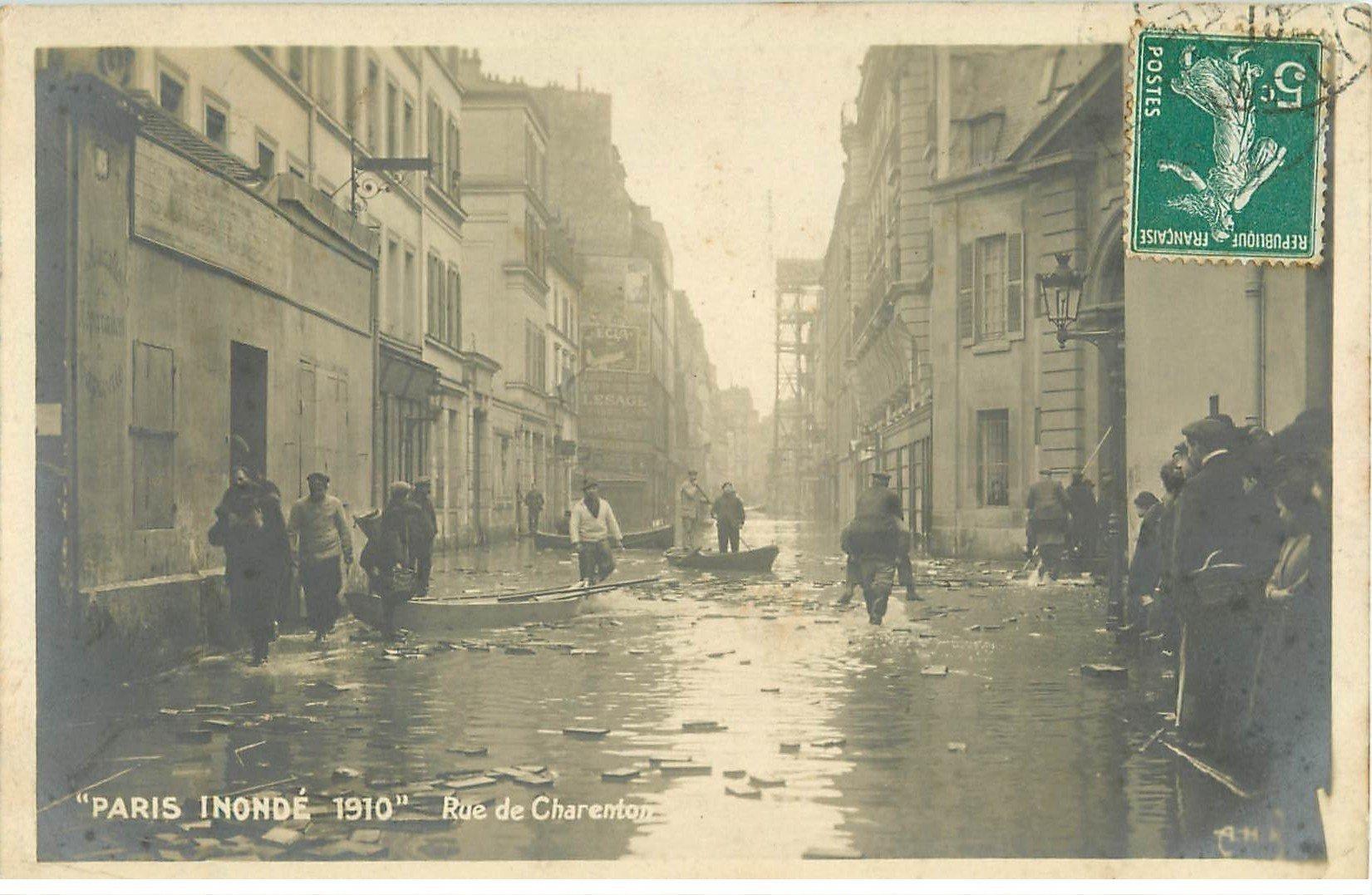 carte postale ancienne Inondation et Crue de PARIS 1910. Rue de Charenton. Carte Photo