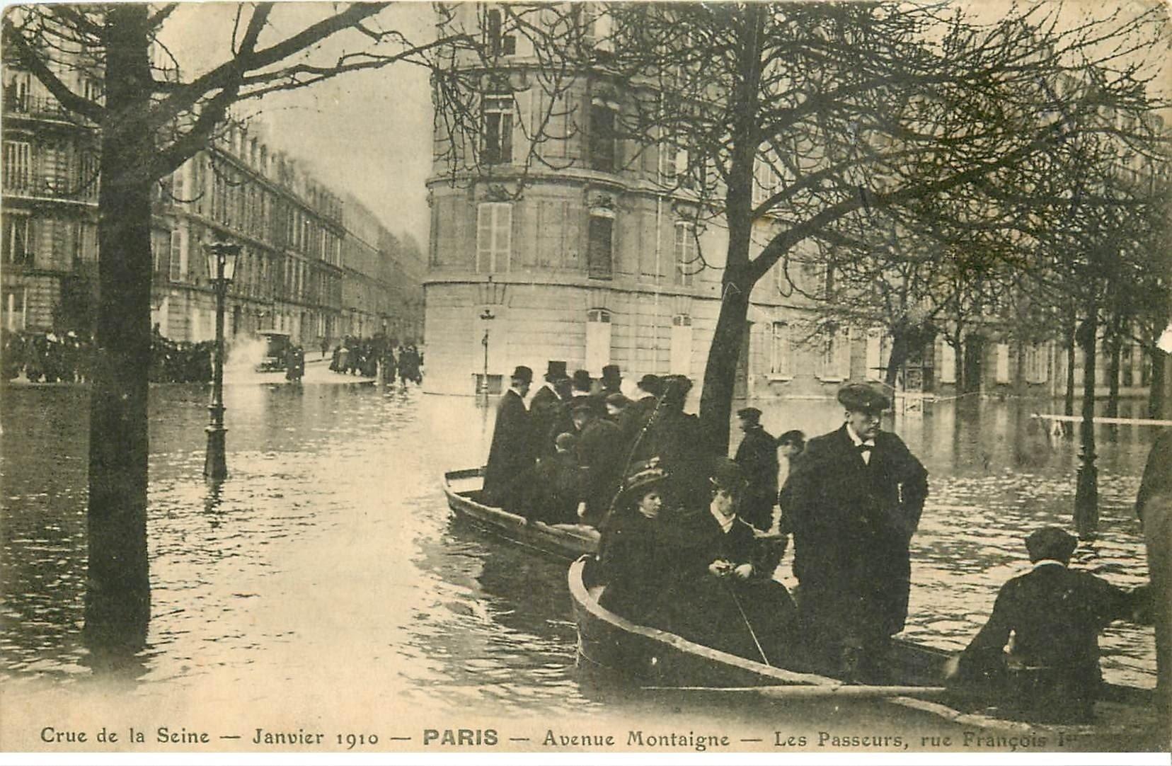 carte postale ancienne INONDATION ET CRUE PARIS 1910. Avenue Montaigne les Passeurs rue François I°