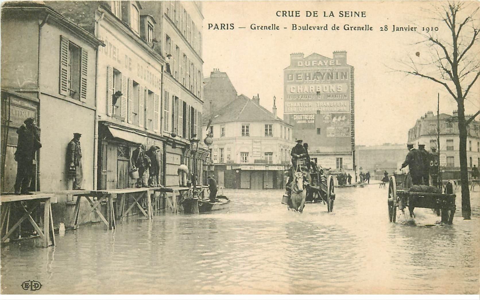 carte postale ancienne INONDATION ET CRUE PARIS 1910. Boulevard de Grenelle Hôtel de Bourgogne