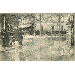 carte postale ancienne INONDATION ET CRUE PARIS 1910. Place de l'Alma photographe