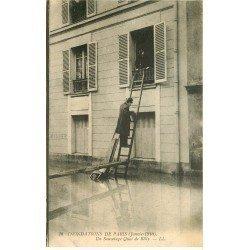 carte postale ancienne INONDATION ET CRUE PARIS 1910. Quai de Billy un sauvetage par l'échelle