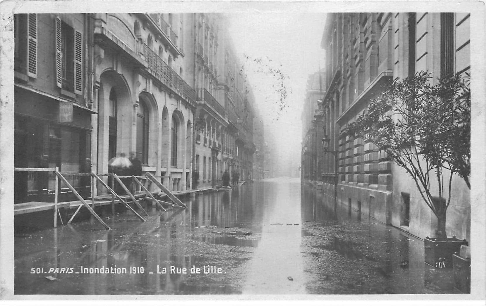 carte postale ancienne INONDATION ET CRUE PARIS 1910. Rue de Lille
