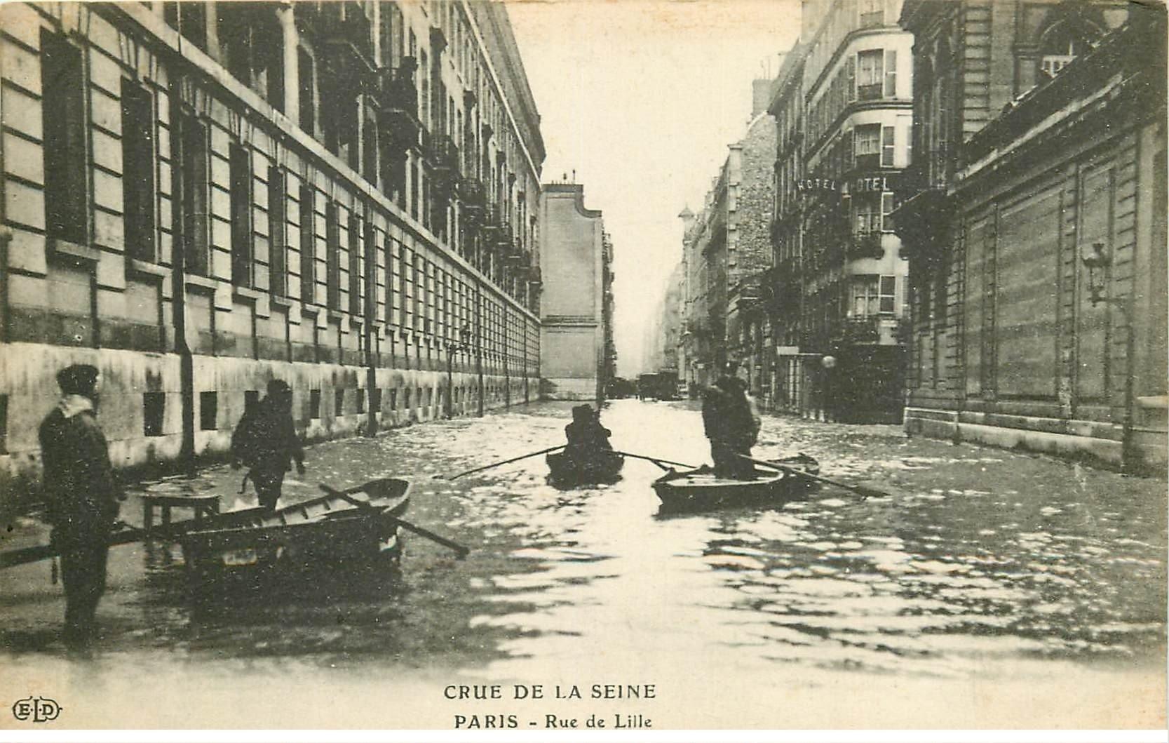 carte postale ancienne INONDATION ET CRUE PARIS 1910. Rue de Lille barques