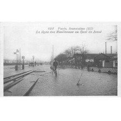 carte postale ancienne INONDATION ET CRUE PARIS 1910. Quai de Javel ligne des Moulineaux