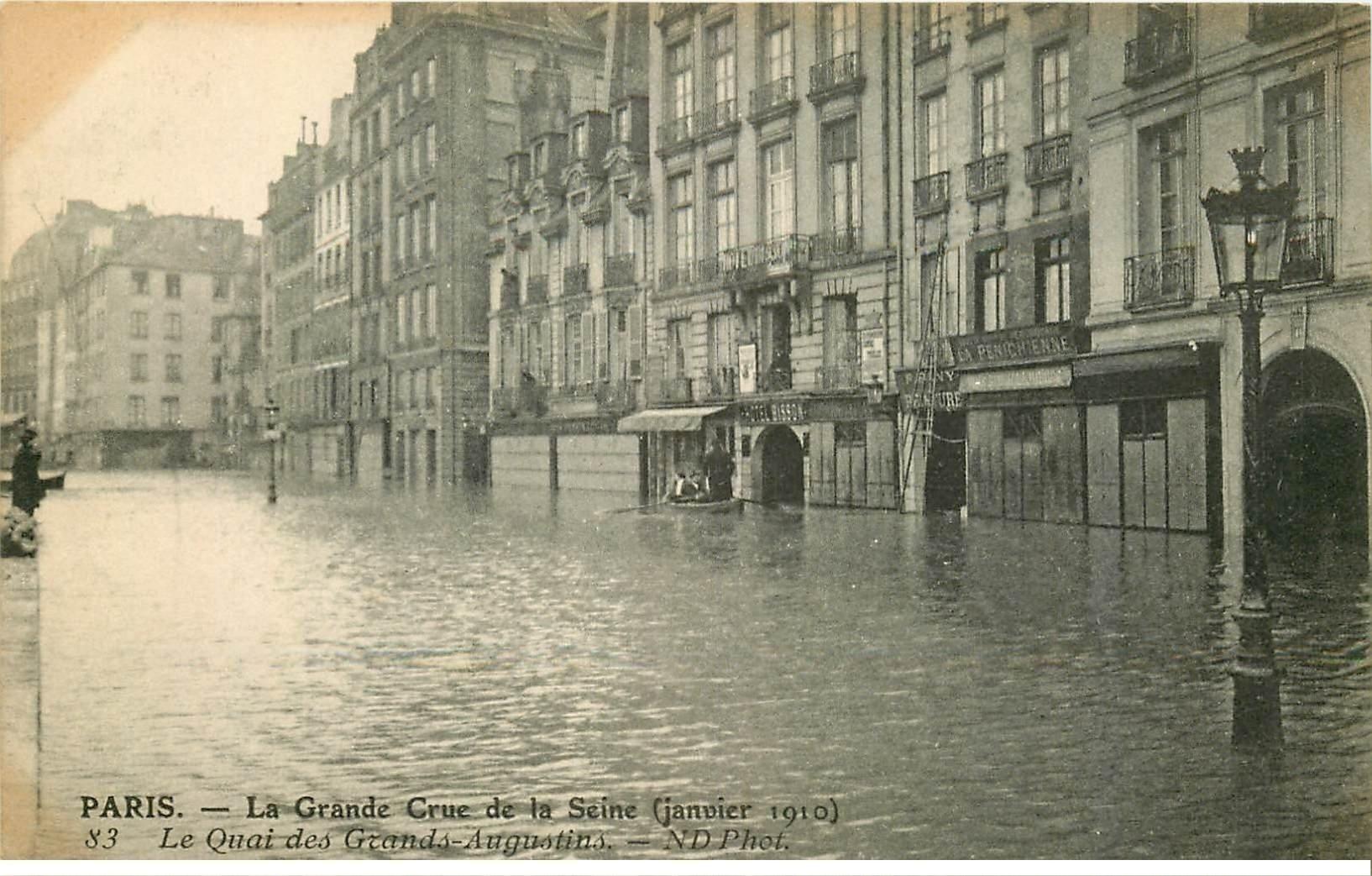carte postale ancienne INONDATION ET CRUE PARIS 1910. Quai Grands Augustins Hôtel Bisson