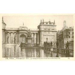 carte postale ancienne INONDATION ET CRUE PARIS 1910. Passerelle Chambre Députés
