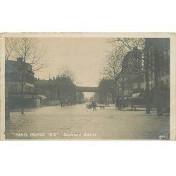 carte postale ancienne INONDATION ET CRUE PARIS 1910. Boulevard Diderot (pli coin)