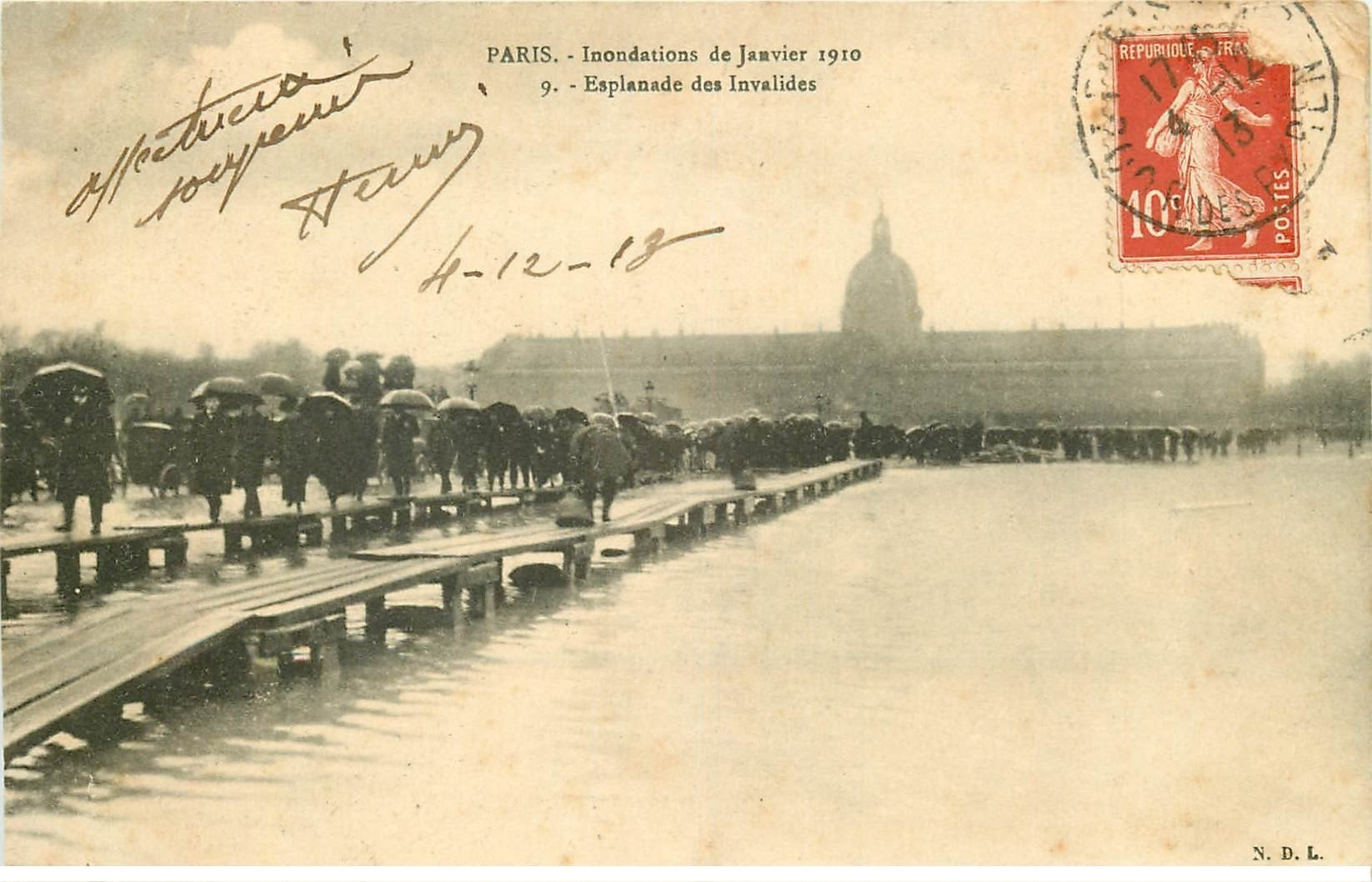 carte postale ancienne INONDATION ET CRUE PARIS 1910. Esplanade Invalides 1913