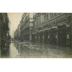 carte postale ancienne INONDATION ET CRUE PARIS 1910. Rue du Bac Magasins du Petit Saint-Thomas