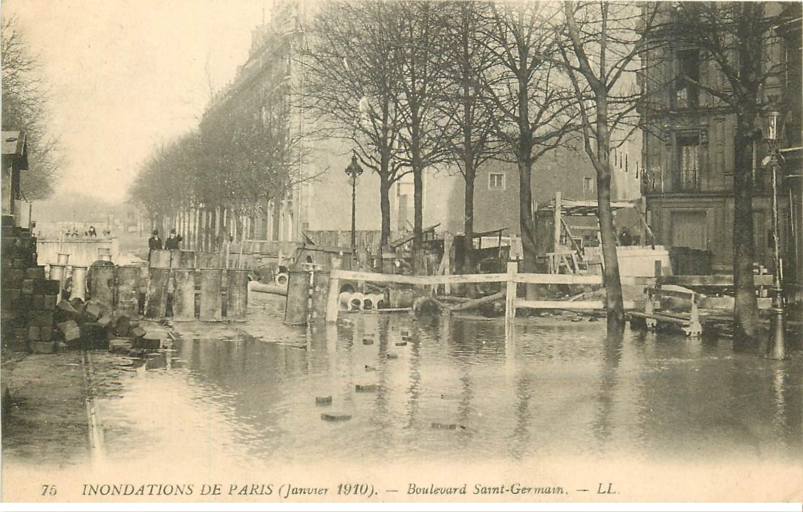 carte postale ancienne INONDATION ET CRUE PARIS 1910. Boulevard Saint-Germain