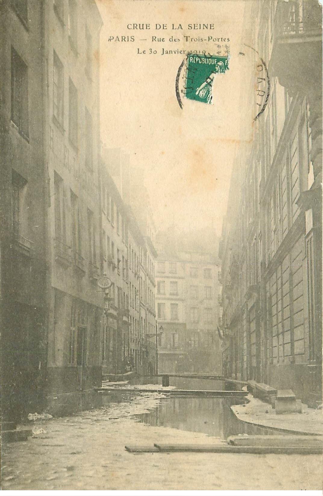 carte postale ancienne INONDATION ET CRUE PARIS 1910. Rue des Trois-Portes