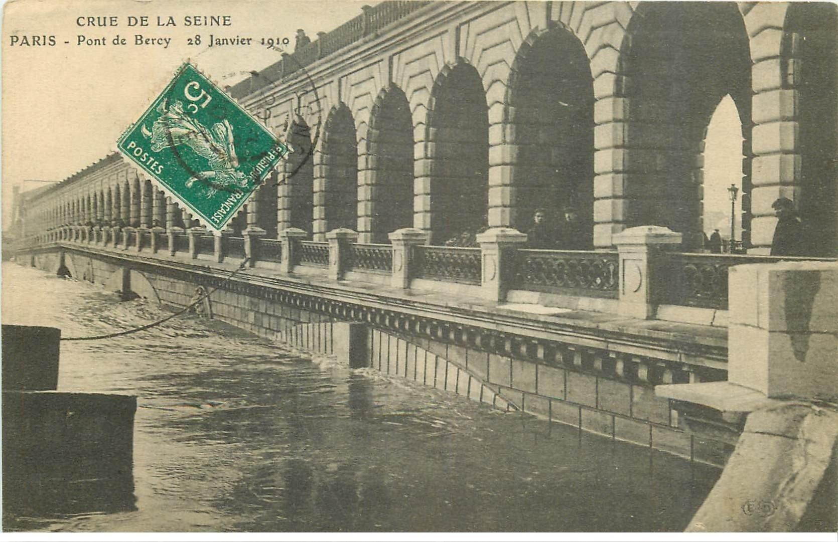 carte postale ancienne INONDATION ET CRUE PARIS 1910. Pont de Bercy