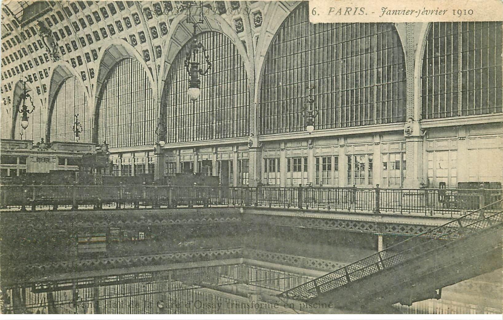 carte postale ancienne INONDATION ET CRUE PARIS 1910. Gare Orsay tranformée en Piscine