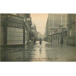 carte postale ancienne INONDATION ET CRUE PARIS 1910. Rue Saint-Dominique Pharmacie Centrale