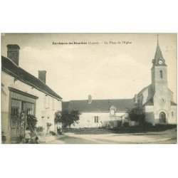 carte postale ancienne 45 BORDEAUX-LES-ROUCHES. Café de l'Union Place Eglise vers 1919