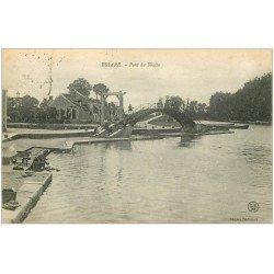 carte postale ancienne 45 BRIARE. Pont du Rialto avec Lavandière 1918