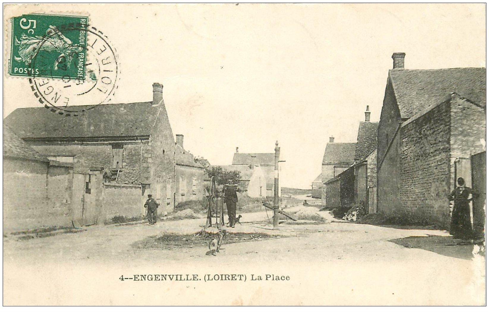 carte postale ancienne 45 ENGENVILE. La Place 1911 avec Fontaine mécanique. Tampon Goudreville-Jouy Bazoches-les-Gaillardes