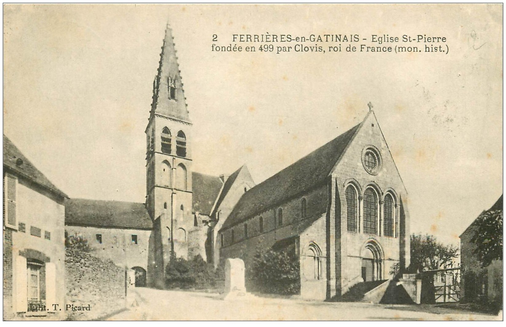 carte postale ancienne 45 FERRIERES-EN-GATINAIS. Eglise Saint-Pierre 1935