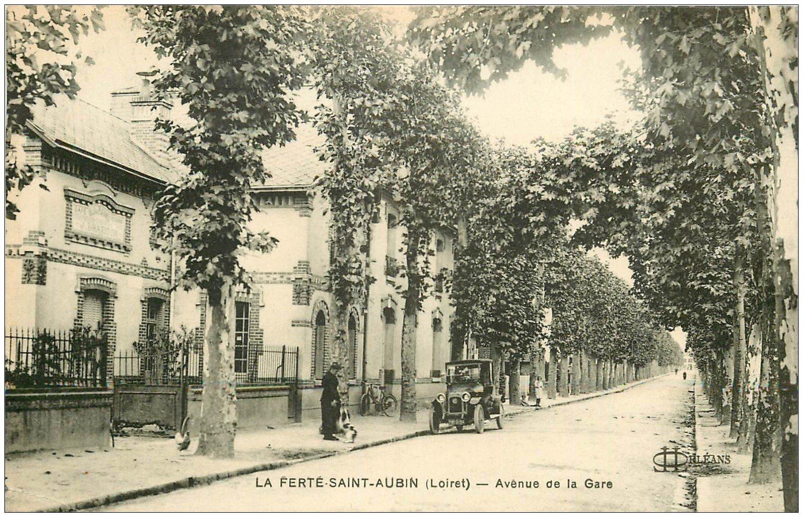 carte postale ancienne 45 LA FERTE-SAINT-AUBIN. Tacot Avenue de la Gare 1924