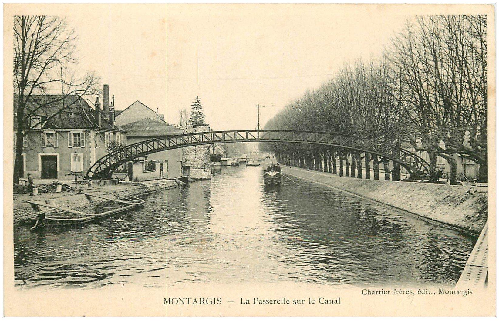 carte postale ancienne 45 MONTARGIS. Passerelle su Canal vers 1900 Péniche