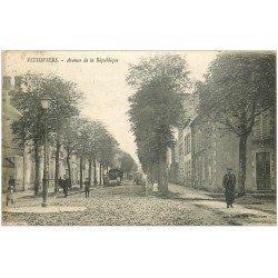 carte postale ancienne 45 PITHIVIERS. Avenue de la République avec rouleau compresseur