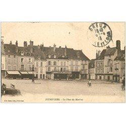 carte postale ancienne 45 PITHIVIERS. Place du Martroy 1915 nombreux Cafés
