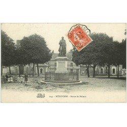 carte postale ancienne 45 PITHIVIERS. Statue de Poisson avec Enfants 1911