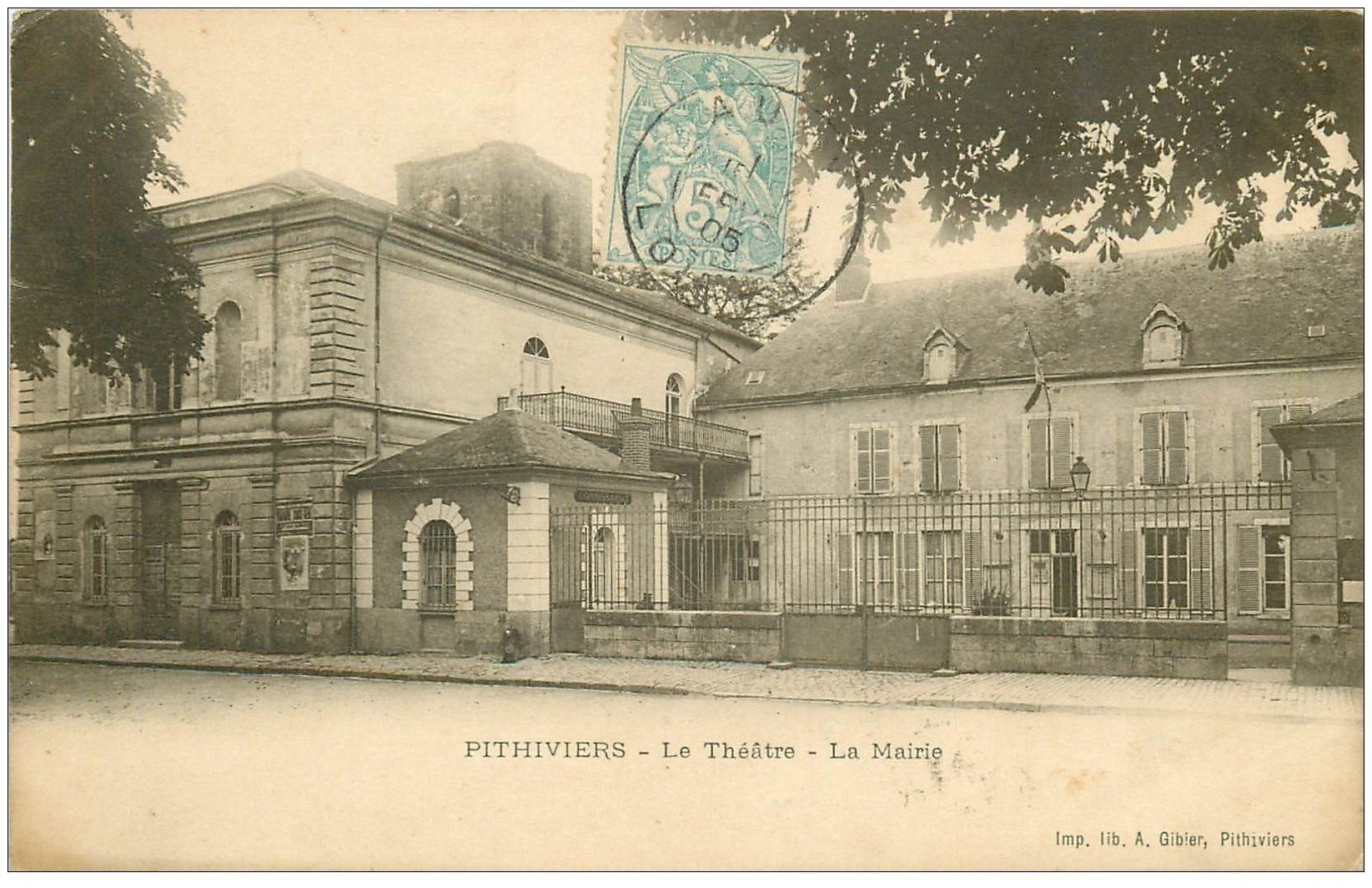 carte postale ancienne 45 PITHIVIERS. Théâtre et Mairie 1905