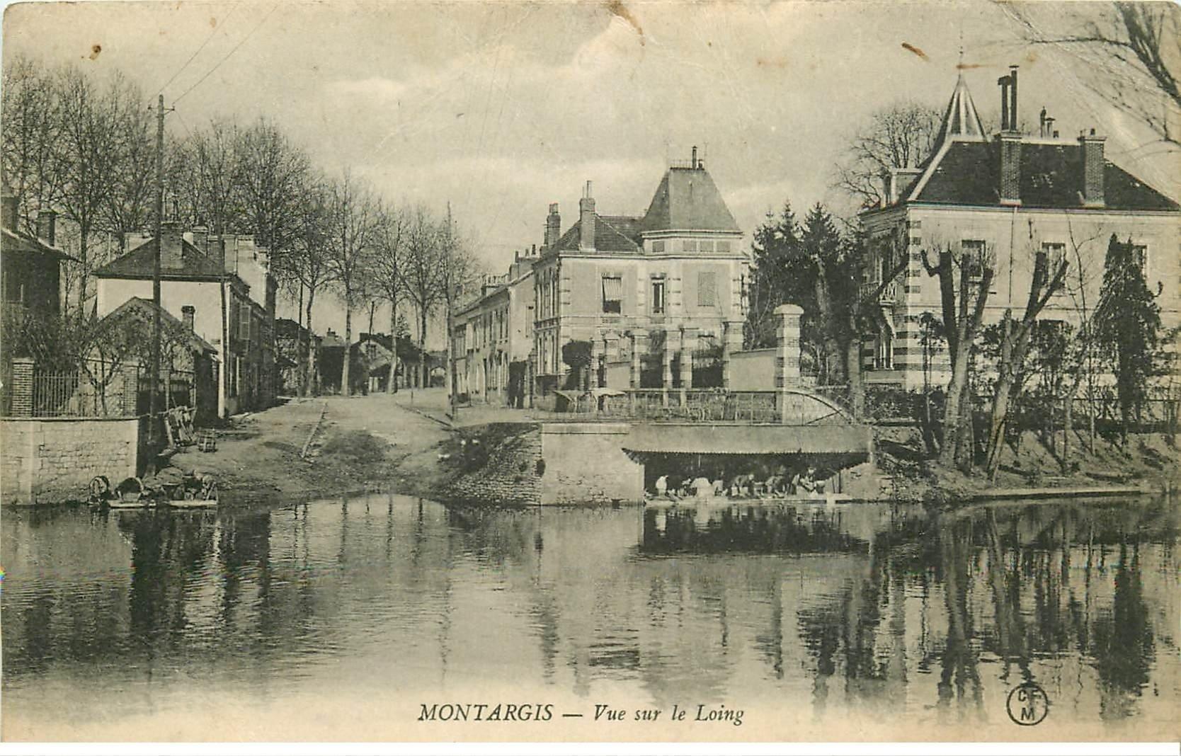carte postale ancienne 45 MONTARGIS. Lavandières sur le Loing. Tampon Militaire 1916