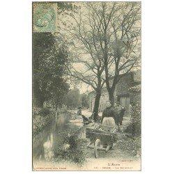 carte postale ancienne 11 BRAM. Le Ruisseau 1905. Lavandière avec brouette