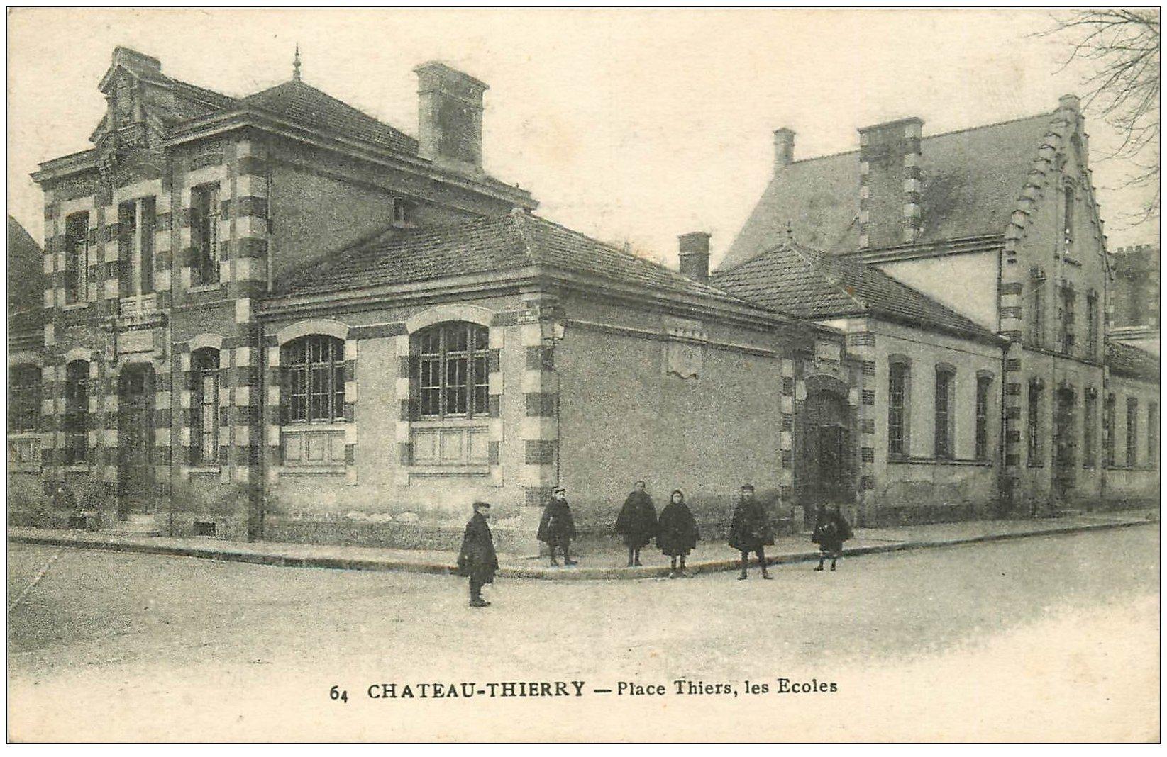 carte postale ancienne 02 CHATEAU-THIERRY. Place Thiers les Ecoles 1917