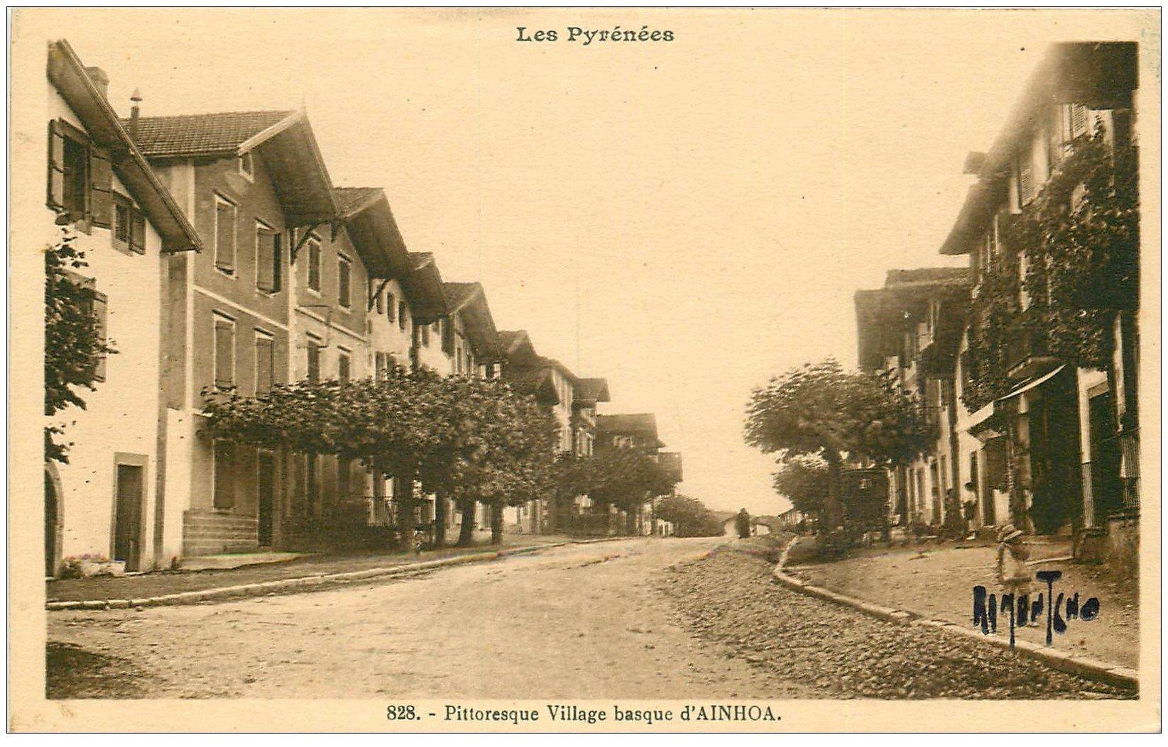 carte postale ancienne 64 AINHOA. Une Rue du Village