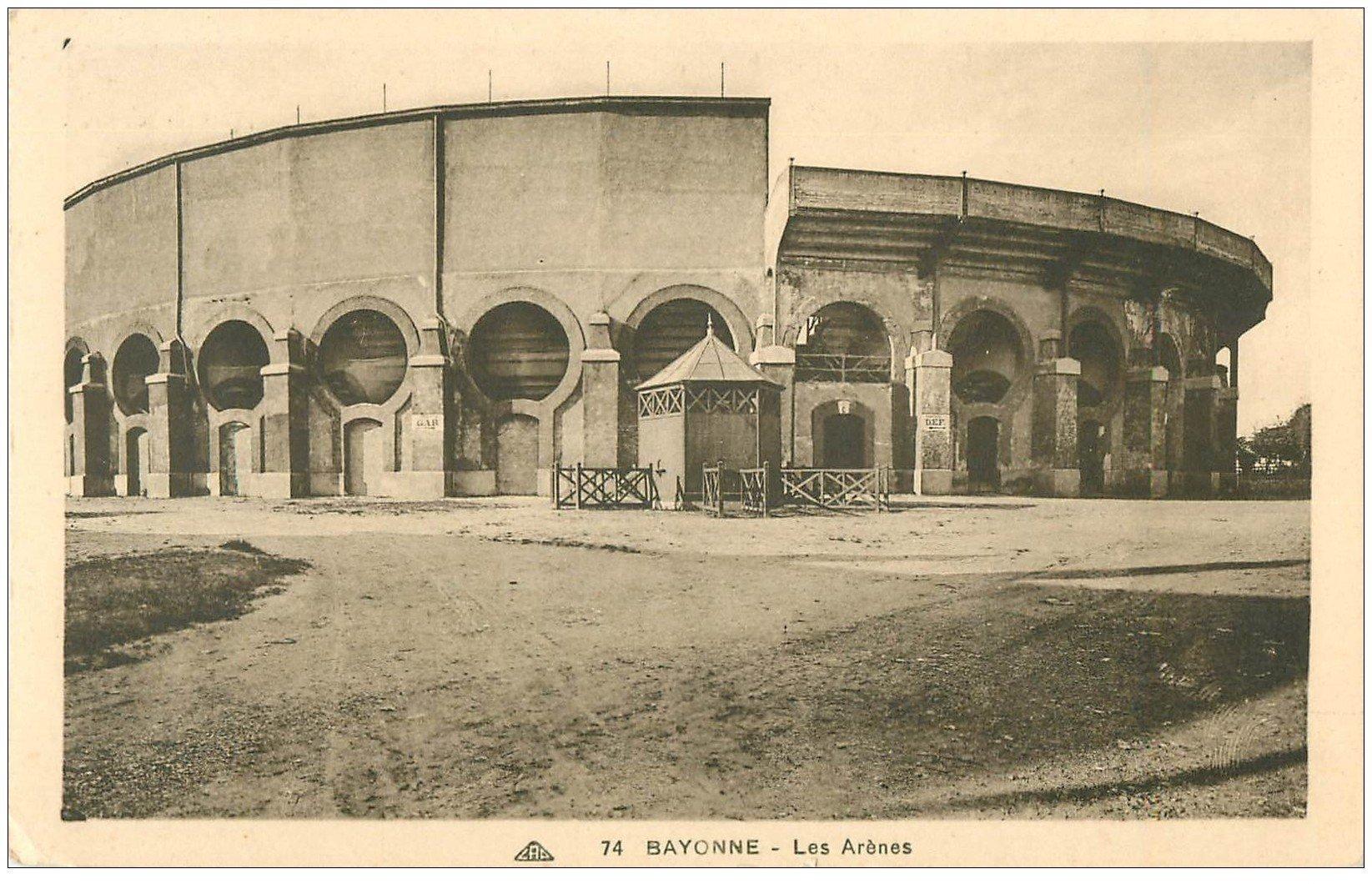 carte postale ancienne 64 BAYONNE. Les Arènes