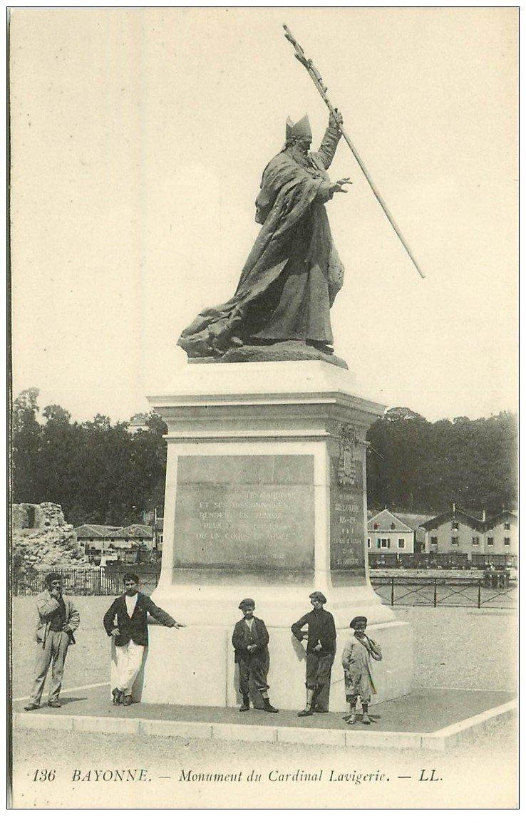 carte postale ancienne 64 BAYONNE. Monument Cardinal Lavigerie
