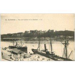 carte postale ancienne 64 BAYONNE. Navires sur l'Adour et Citadelle 1922