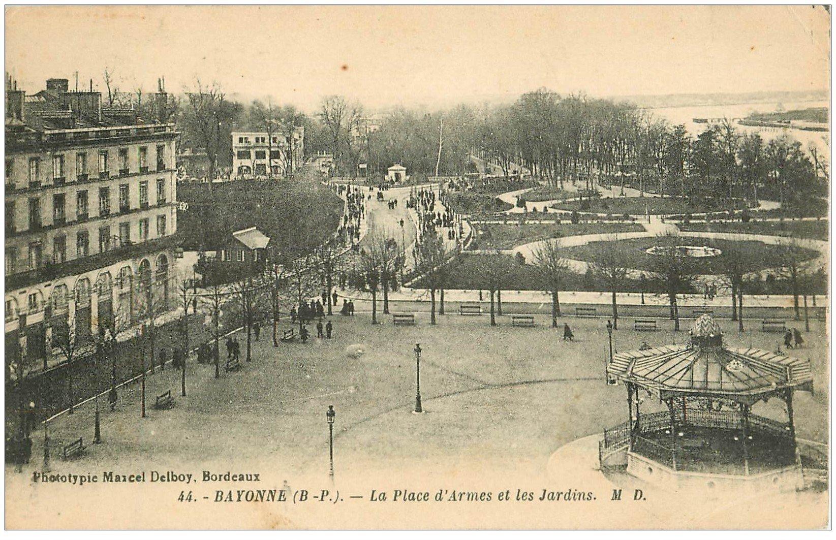 carte postale ancienne 64 BAYONNE. Place d'Armes et Jardins 1930