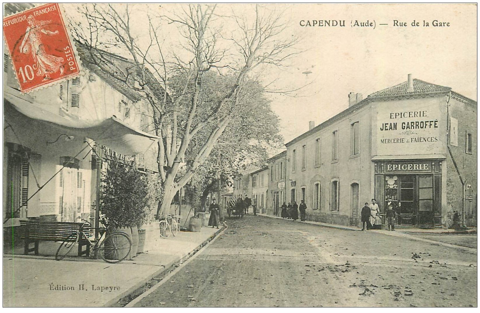 carte postale ancienne 11 CAPENDU. Epicerie Garrofé Rue de la Gare 1913.