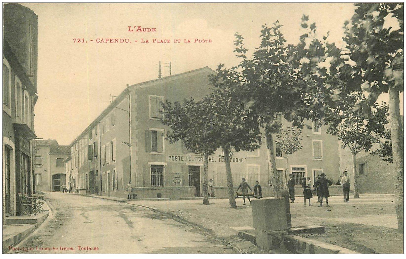 carte postale ancienne 11 CAPENDU. Place et Poste Télégraphe Téléphone