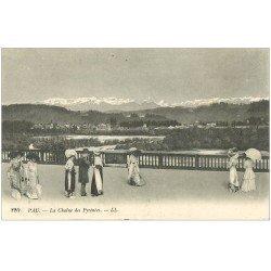 carte postale ancienne 64 PAU. Elegantes à grands chapeaux et ombrelle. Chaîne des Pyrénées