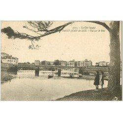 carte postale ancienne 64 SAINT-JEAN-DE-LUZ. Enfants regardant vers le Port 1925