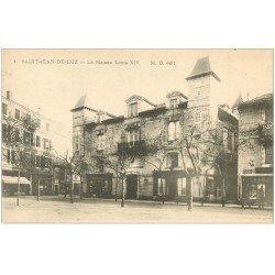 carte postale ancienne 64 SAINT-JEAN-DE-LUZ. La Maison Louis XIV vers 1900