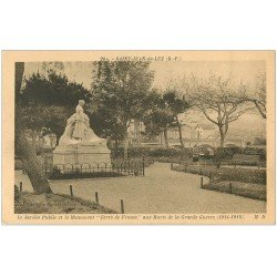 carte postale ancienne 64 SAINT-JEAN-DE-LUZ. Monument Terre de France au Jardin Public. Femme avec poussette