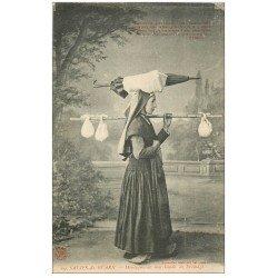carte postale ancienne 64 SALIES-DE-BEARN. Montagnarde Marchande de Fromage avec parapluie