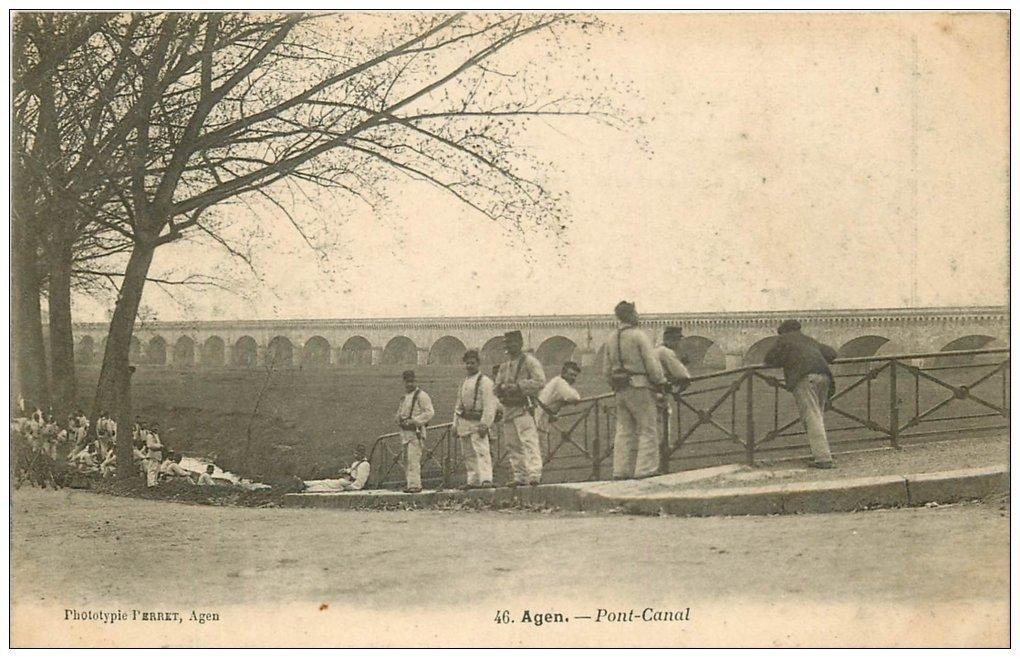 carte postale ancienne 47 AGEN. Militaires au Pont Canal vers 1900