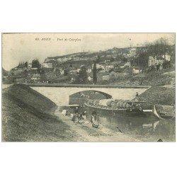carte postale ancienne 47 AGEN. Péniche Pont de Courpian avec Lavandières 1913