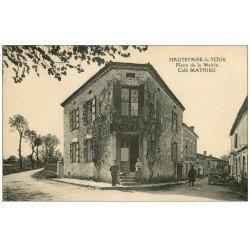 carte postale ancienne 47 HAUTEFAGE-LA-TOUR. Café Mathieu Place de la Mairie. Voiture ancienne