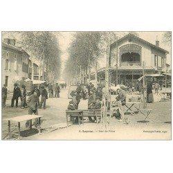 carte postale ancienne 47 LAYRAC. Jour de Foire. Grand Café