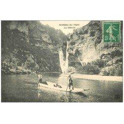 carte postale ancienne 48 GORGES DU TARN. Les Détroits. Passeurs en barge vers 1910